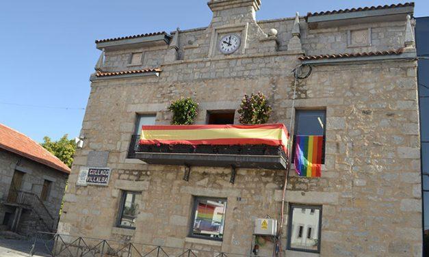 La bandera LGTBI ondea en el edificio del Ayuntamiento de Collado Villalba