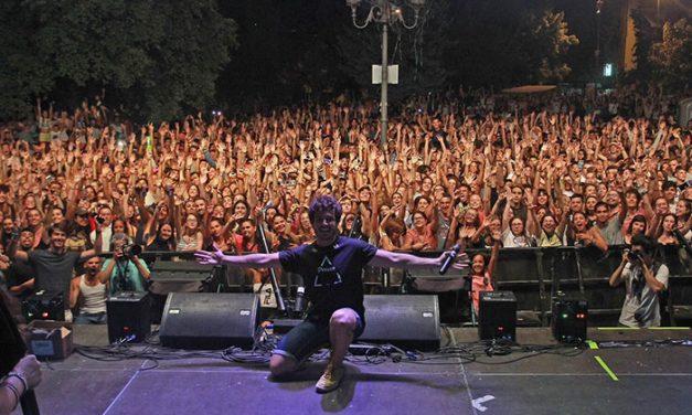 'Villalba Suena', congregó a miles de jóvenes el pasado miércoles en la Plaza de la Estación de Collado Villlaba
