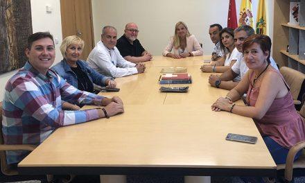 La alcaldesa de Collado Villalba, Mariola Vargas, se reúne con responsables del sindicato UGT