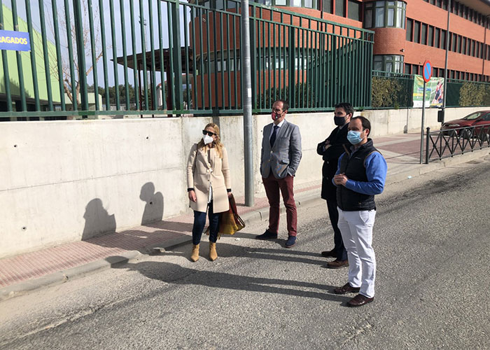 Los alcaldes de Collado Villalba, Guadarrama y Alpedrete visitan el Barrio de Los Negrales
