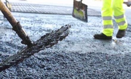 Moralzarzal inicia una operación asfalto que cubrirá 11.000 metros cuadrados